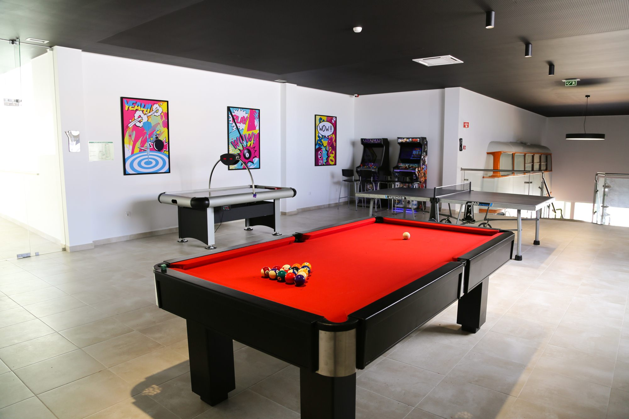 500/Photos/game room/hotel-ride-surf-spa-peniche-salle-jeu-billard-arcade-1-JPG.jpg